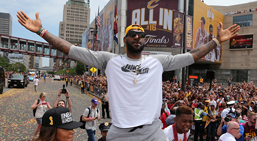(PHOTO: REUTERS/AARON JOSEFCZYK) Cleveland Cavaliers Lebron James celebrates with the crowd during a parade to celebrate winning the 2016 NBA Championship in downtown Cleveland, Ohio, U.S. June 22, 2016.