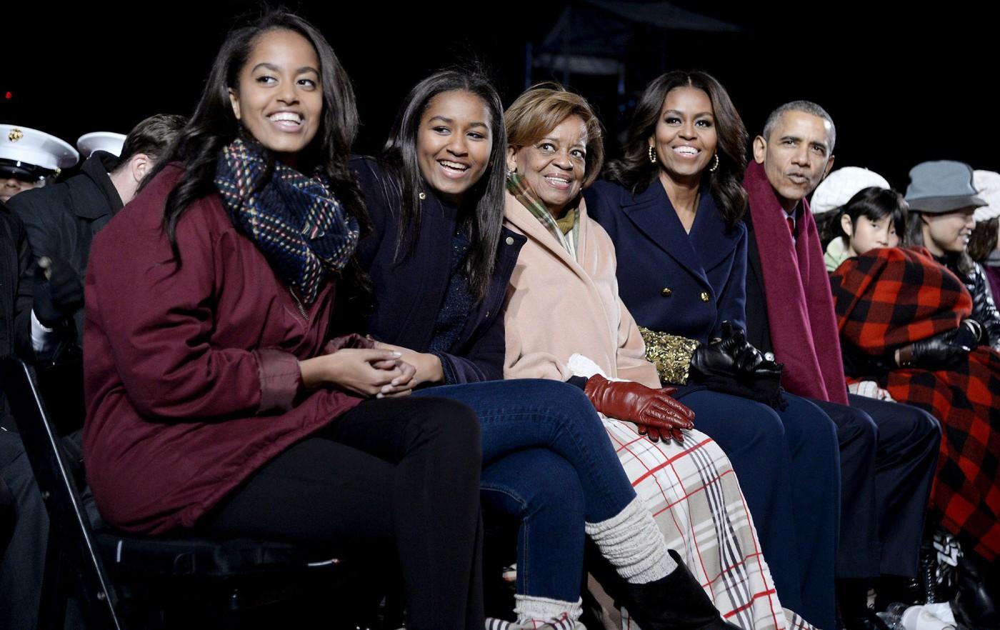 obama-family-final-wh-christmas.jpg