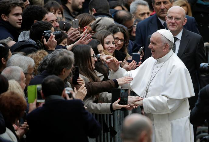 pope-francis-students-rome.jpeg