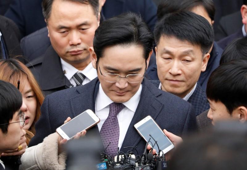 samsung-chief-arrested-corruption.jpg